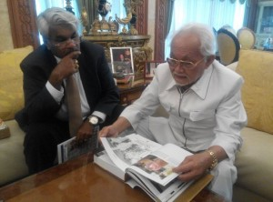 Pehin Seri Abdul Taib Mahmud browsing through the book written about him by the author, Mr Siva Kumar G, seated next to him,  entitled: TAIB - THE VISIONARY.